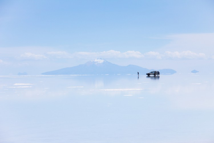 Uyuni salt flat infinity and car - Adventure travel