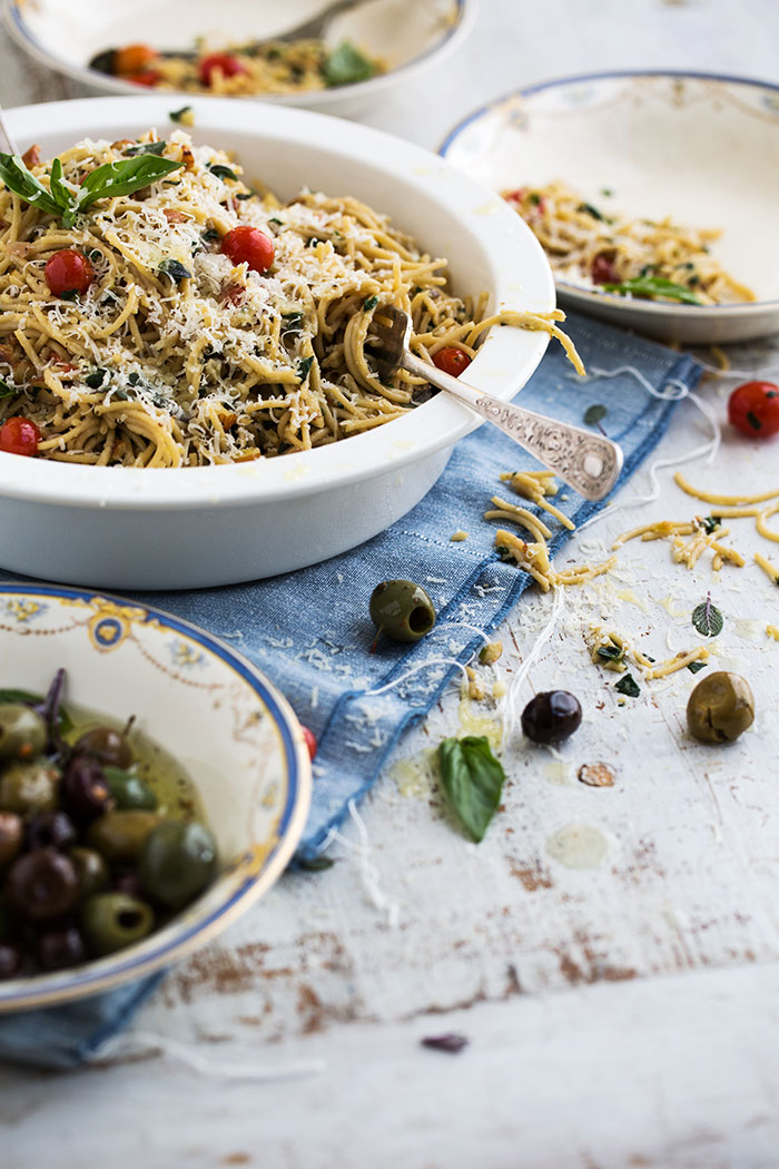 wholemeal_pasta_with_garlic_crumbs1