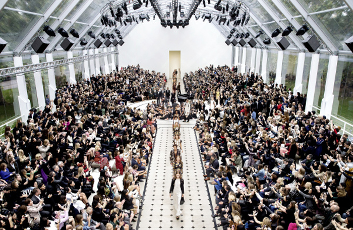 Burberry Womenswear S_S16 Show Final_004