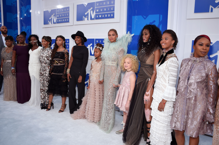 Beyonce-VMAs-red-carpet-lemonade-performance-michaela-deprince