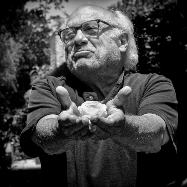 danny-devito-stuart-robertson-peace-in-10000-hands