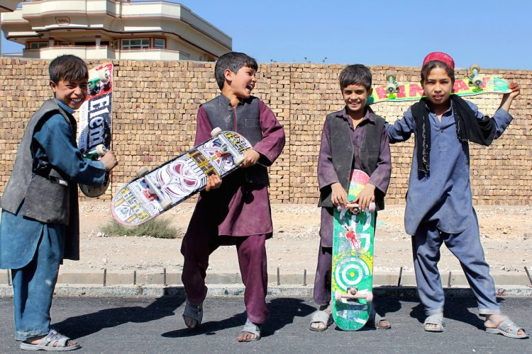 3. Skateistan_Press Image_ Outreach session Boys Crew _ Mazar_©Skateistan