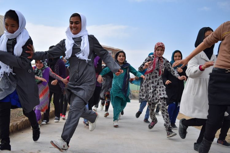 5. Skateistan_Press Image_ Running Race_ Mazar_©Skateistan