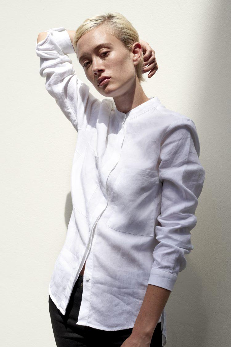 A.BCH model wears white