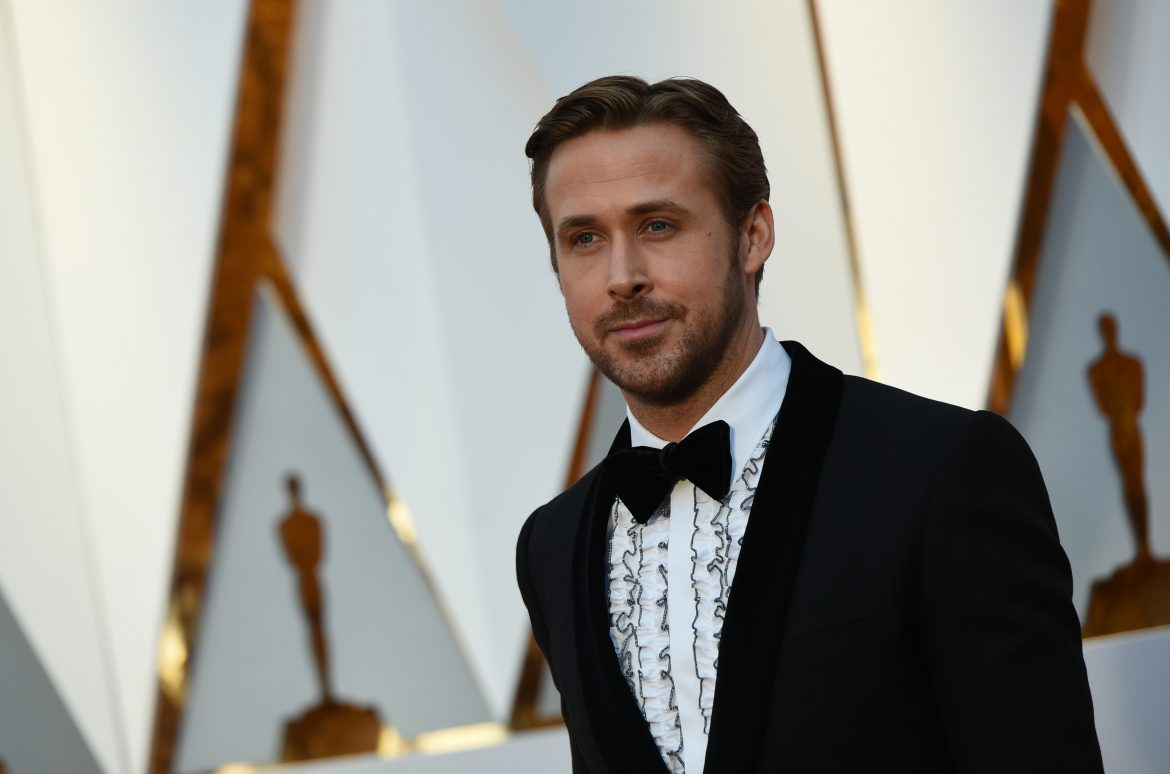 "Nominee for Best Actor ""La La Land"" Ryan Gosling arrives on the red carpet for the 89th Oscars on February 26, 2017 in Hollywood, California.  / AFP / VALERIE MACON        (Photo credit should read VALERIE MACON/AFP/Getty Images)"